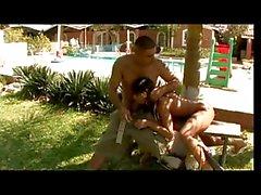 Latina de mince mignonne dans le un bikini hot pendu haras dans sa gueule foufoune trou du cul et