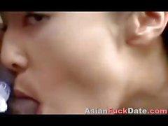 Asiatischer neue Ehefrau trinken Spermien