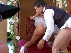 Reiz Braut Madelyn Maria Lieben reitet einen großen Schwanz
