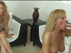 mumla erwischt sohn und Tochter beim porrfilm schauen Darum Fick