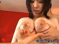 Busty девушки японские получает выебанная два