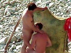 Ukrainian grabb på stranden