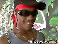 Hombre blanco sucking cock negro