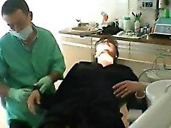 Franska amatörmässig abused fru och fucks tandläkarens fördriver henne h