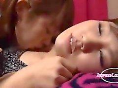 2 Asian Girls Kissing Passiontely Imee Nännit nuoleminen kainalot silittäminen onpatjaRoo