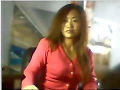 Китайская девушка показано хороших синиц