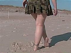 Blinkande fitta på en offentlig strand