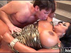 Kiara Mia aime se faire baiser profondément