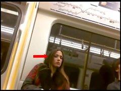 Kadınlar tren adamların ağ bir şişkinliğe check out
