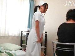 Une infirmière évaluation conjointe branler PDV la bite