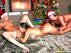 Jessa Rhodes throws a Lesbian party on Christmas
