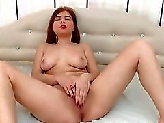 Lovely Cam Babe Playing Her Pussy