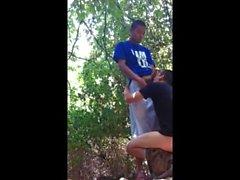 Удивительный видео ... str8 парень оказывается втянутым по парку