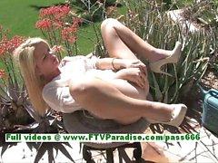 Nicole bello bionda masturbating al grande all'aperto