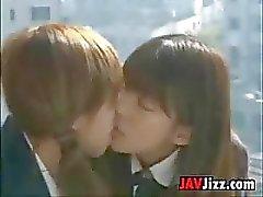 Jovencitas escolares japonés Kissing