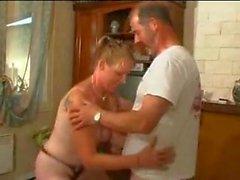 Gifta mogen blondin och knullas