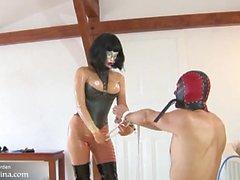 BDSM Domina Erziehung mit Latex Kleidung