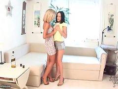 Angelina och Loana - Kåta Cuties