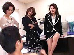 Trois secrétaires insatiables d'Orient partagent un coq dur