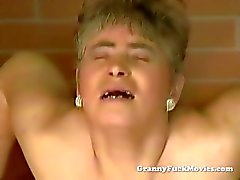 Harige granny porn video