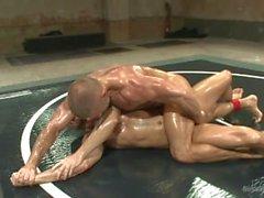 Kaksi Lihaksikas Vaarnaruuvit Wrestling seksuaalista Domination - Näkymä 1