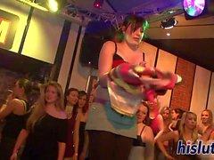Foxy Schlampen Vergnügen Hähne im Nachtclub