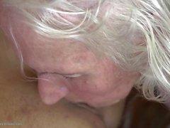 Старая секси бабулек поиметь молодой лесбо девочки