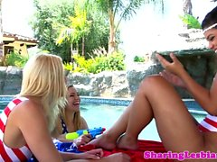 Les babes pussylicking in outdoor threesome