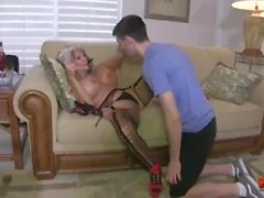 Hot Cougar Fucks En Young Guy