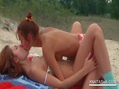 Hot Natasha pleasing her lesbo GF&#039_s snatch