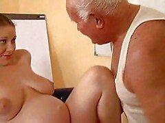 Morfar knullar en gravid tjej