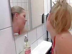 Sürtük Sarışın yılında Tuvalet