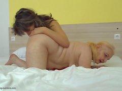 Taboo lesbisk sex med grannier och mammor