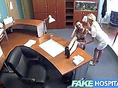 FakeHospital - infirmière et son patient coup de langue chat