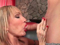 Hot gilfs Joanna Depp and Luna Azul love getting a facial