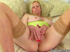 English milf Fiona looks inviting in her skimpy dress