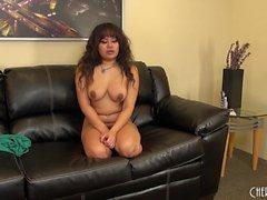 Sexig Latina Annie Cruz leker med sin cootch och utgör på livekamera