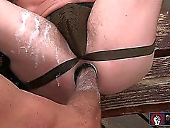 Anthony obras el puño la grasa dentro y fuera de Jackson dispuesta