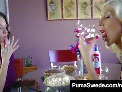 Duo Puma Swede des années 1960 et Veronica Avluv font une tarte à la tarte!