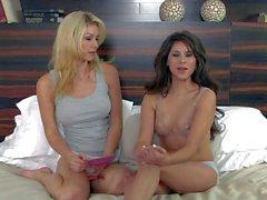 Trigueno se desnuda las tetas frente de Heather Vandeven