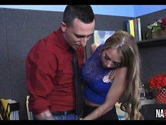 Petite Blonde baisée dans le lieu de travail Shawna Lenee