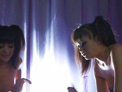 D'Annie Cruz et de Kaylani Lei En obtenir leurs de trous exotiques Dicked
