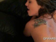Caliente ex- de GF un golpe en el sofá cuero en POV