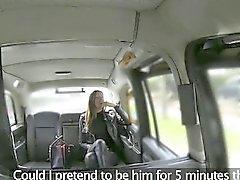 Frau Personen ficken mit Taxifahrer den von ihr Tarif