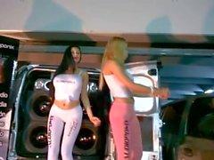 Penejas Argentas bailando en una expo