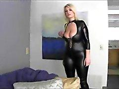 Sexy de sinueux blonde le MILF à gros seins Natural