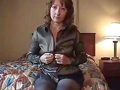 Femme seule en chambre d'hôtel Ne pas