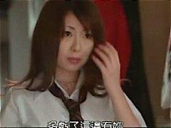 Dançarina Asian Peituda coloca em um show e usa um vibrador no palco