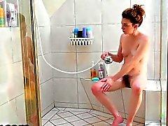 Emma Evins mastürbasyon en bir duş başlığı kullanarak