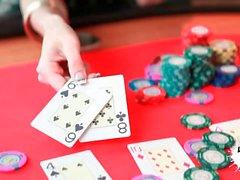 LECHE 69 Samia Duarte playing Strip Poker